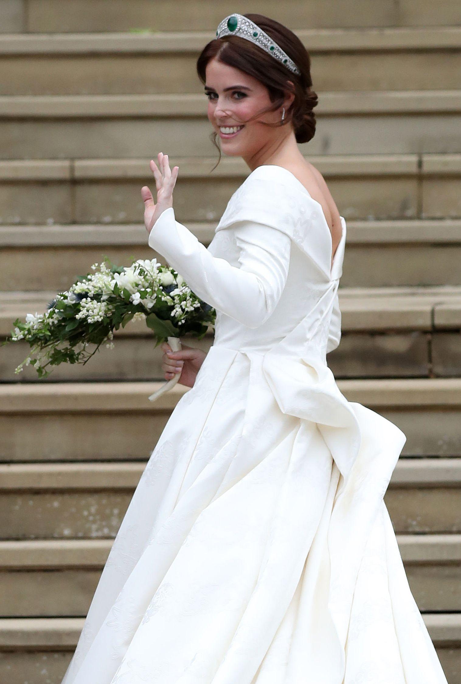 Princess Eugenie S Wedding Dress Photos Designer Tiara And More