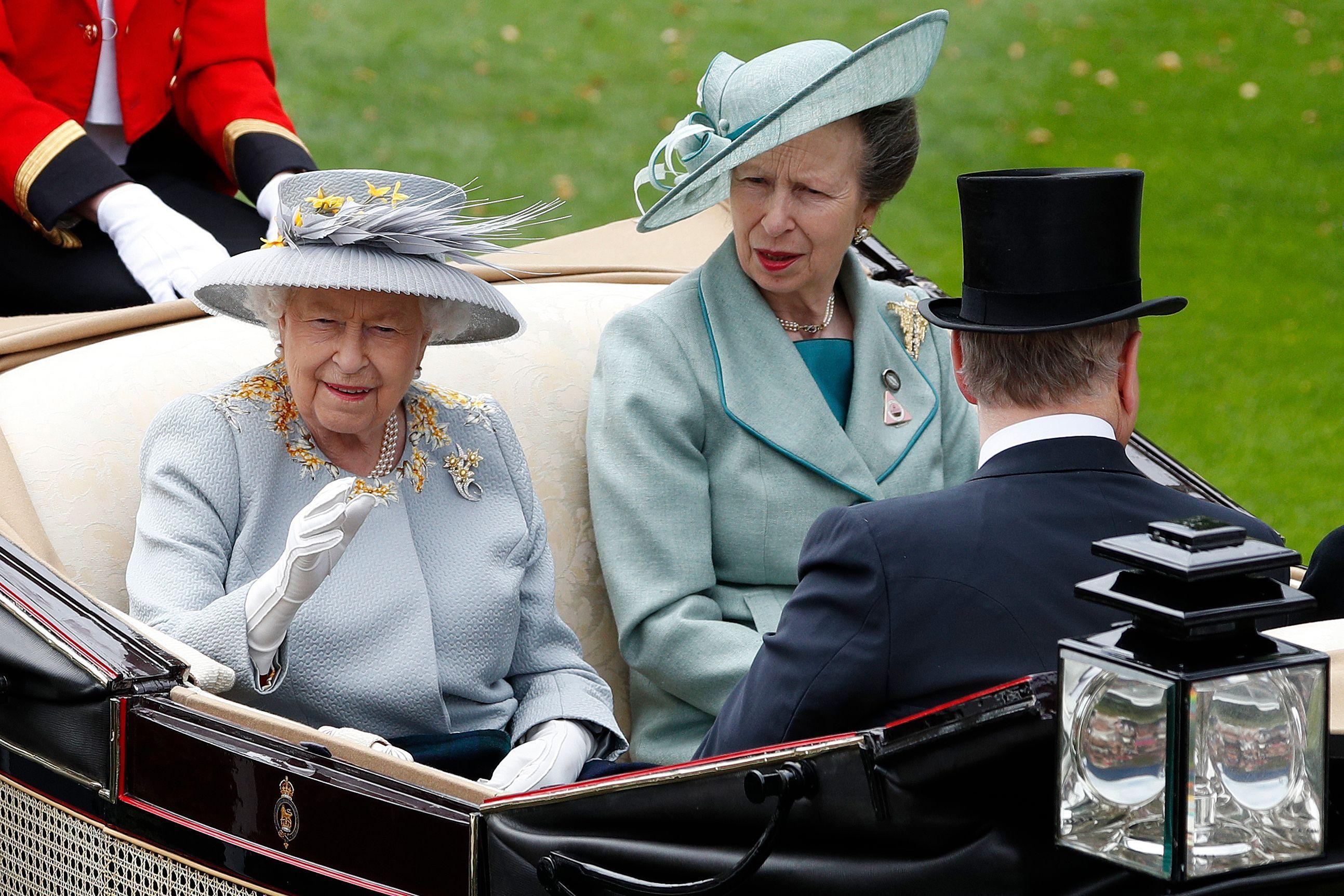 In the Days of Queen Elizabeth (Yesterdays Classics)
