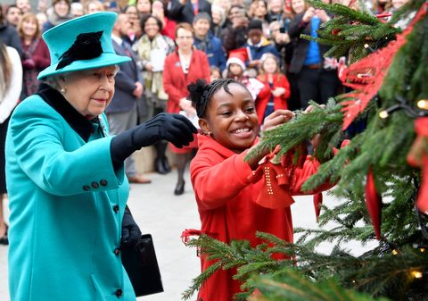 Family For Christmas.How The Royal Family Decorates Buckingham Palace For