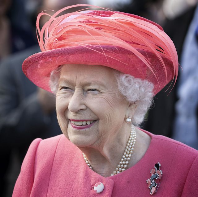 queen elizabeth holyroodhouse palace garden party