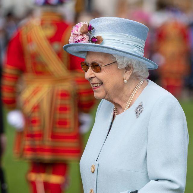 queen elizabeth garden party buckingham palace