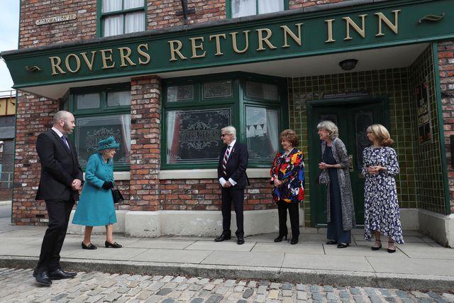 queen visits coronation street set