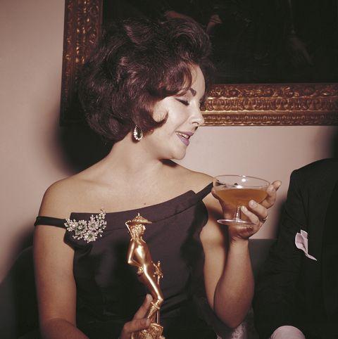 Elizabeth Taylor holding the David di Donatello Award