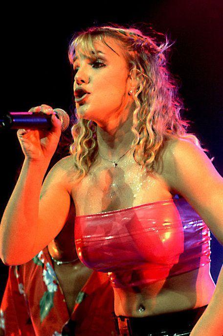 Performance, Entertainment, Singing, Singer, Performing arts, Music artist, Event, Music, Musician, Public event,
