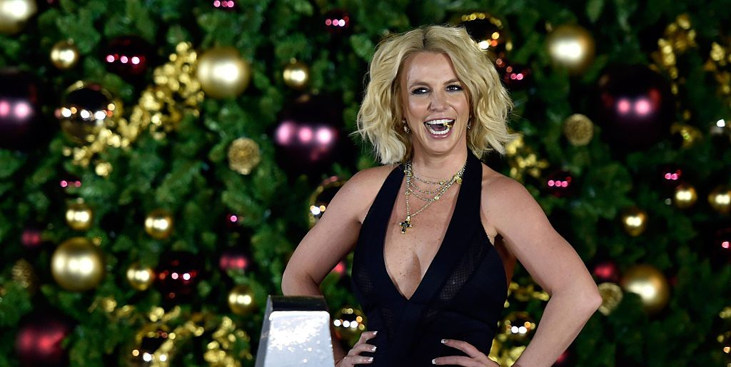 britney-spears-christmas-tree-1512145853.jpg?crop=1.00xw:0 Fyi Kitchen Ideas on diy network kitchen ideas, hgtv kitchen ideas, annie sloan chalk paint kitchen ideas,