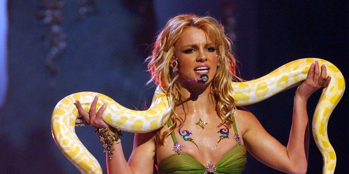 britney-spears-performs-during-2001-mtv-