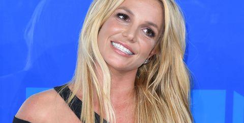 Hair, Blond, Hairstyle, Long hair, Layered hair, Electric blue, Premiere, Brown hair, Smile, Television presenter,