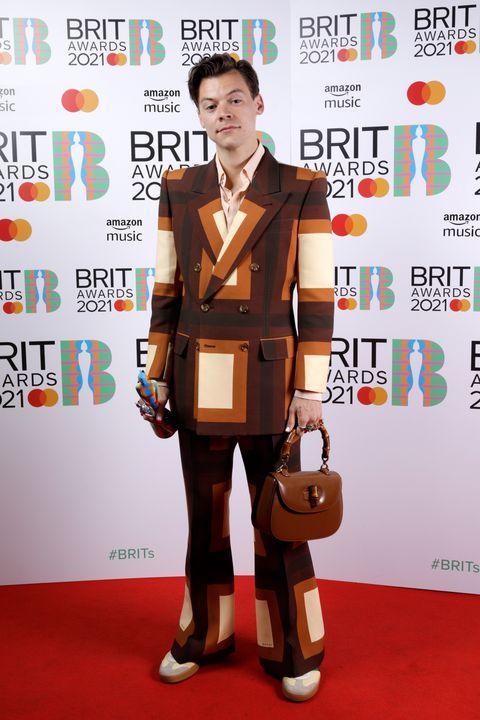 harry styles, en la alfombra roja de los brits awards