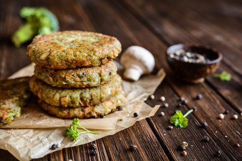 Broccoli burgers with mushrooms