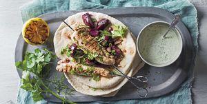 Brochetas de pollo con crema de cilantro