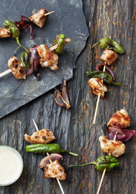 te enseñamos a preparar unas deliciosas brochetas de pollo