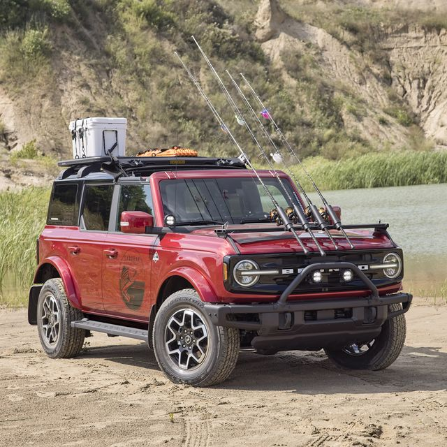bronco four door outer banks fishing guide purpose built to support a professional fishing guide along cape hatteras national seashore, this lifestyle concept is based off the regionally inspired four door bronco outer banks™ series on top is a bestop® sunrider® first row soft top, factory style concept roof rails and crossbars, and a yakima® locknload™ platform roof rack the suv makes use of fender mounted trail sights to fit a custom made fishing pole and seat perch to wait for the perfect catch a ford performance modular front bumper and safari bar help push through rugged terrain, while a slide out tailgate provides a great work surface when repairing fishing rods or stringing up new lures all weather floor mats and splash guards round out the package preproduction image with optional features shown available beginning spring 2021 available late 2021
