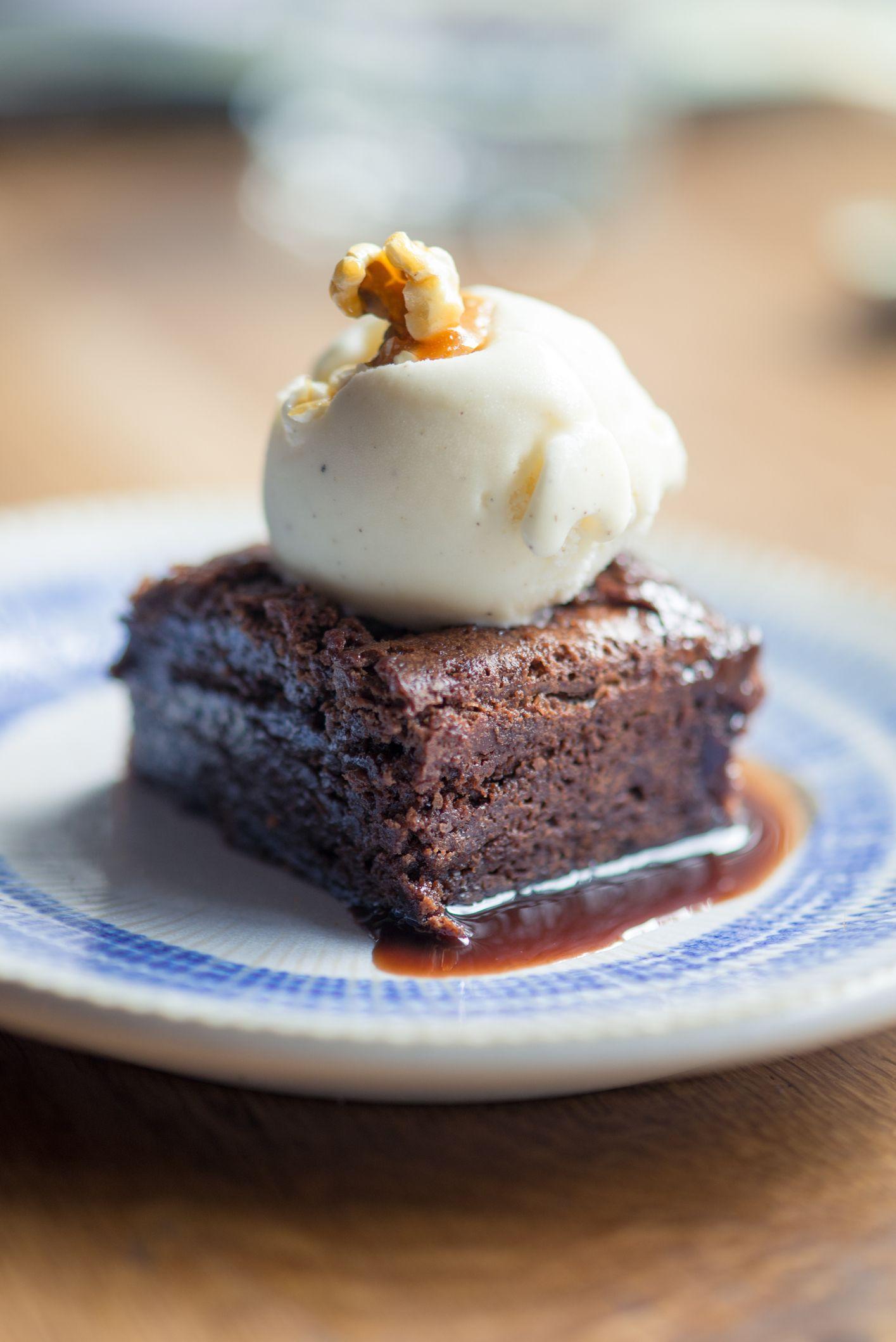 Brownie con helado de yogur