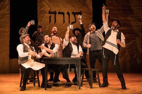Fiddler-on-the-Roof-in-Yiddish-BTS-1