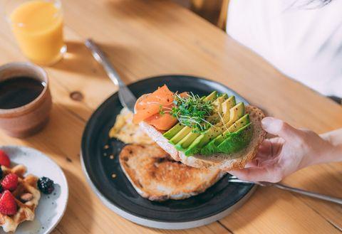 酪梨減肥食譜:酪梨鮭魚吐司