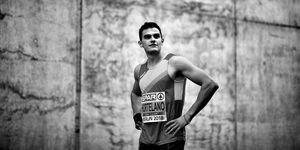 Bruno Hortelano entrena la fuerza en el gimnasio