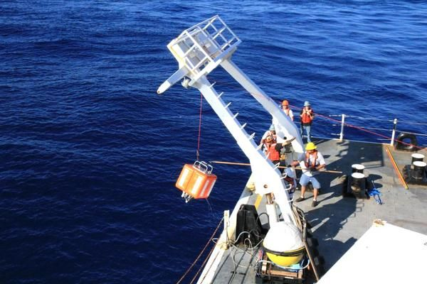 Fisherman Accidentally Catch a Secret U.S. Navy Microphone Planted on the Ocean Floor