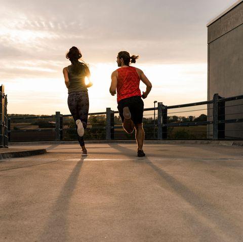 pareja haciendo running