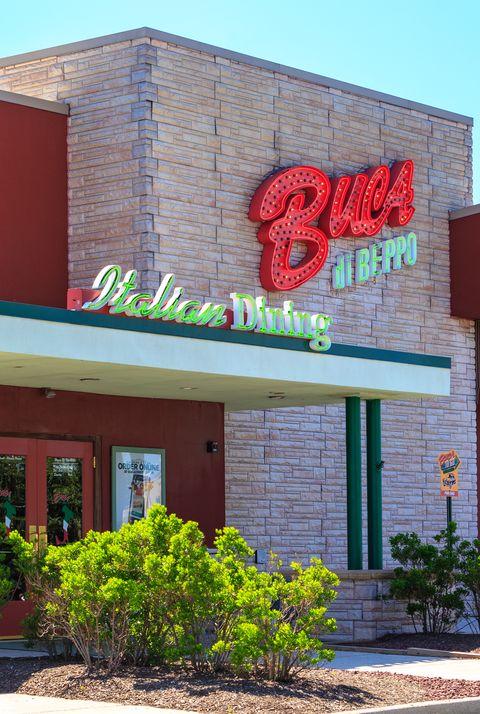 buca di beppo restaurants open on new years day