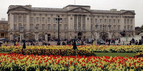 Landmark, Palace, Presidential palace, Official residence, Yellow, Flower, Spring, Architecture, Plant, Garden,