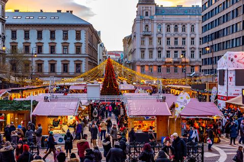 this pic shows christmas market in front of st stephens basilica in central budapest