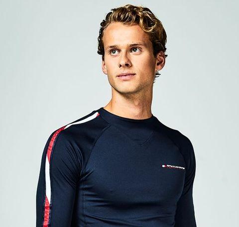 Clothing, Long-sleeved t-shirt, Sleeve, T-shirt, Neck, Sportswear, Shirt, Jersey, Standing, Shoulder,