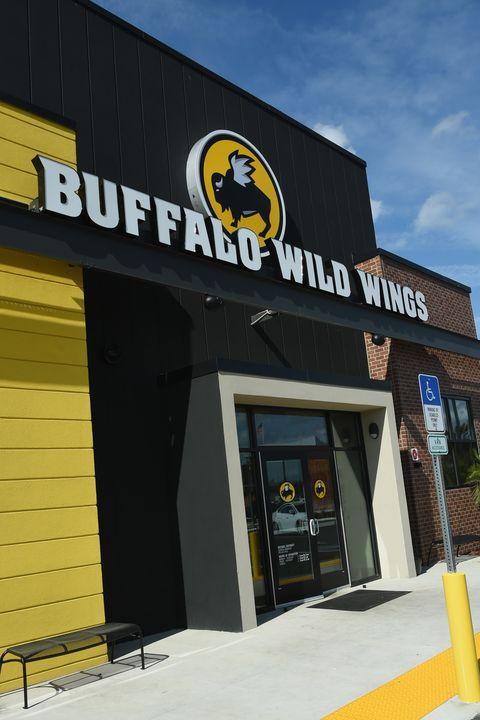 restaurants open on thanksgiving buffalo wild wings