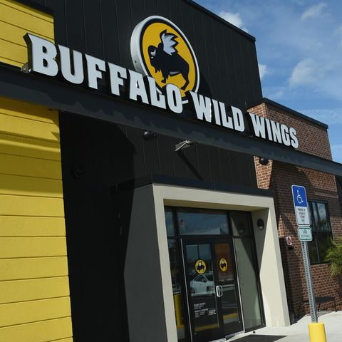 restaurants open on thanksgiving buffalo wild wings