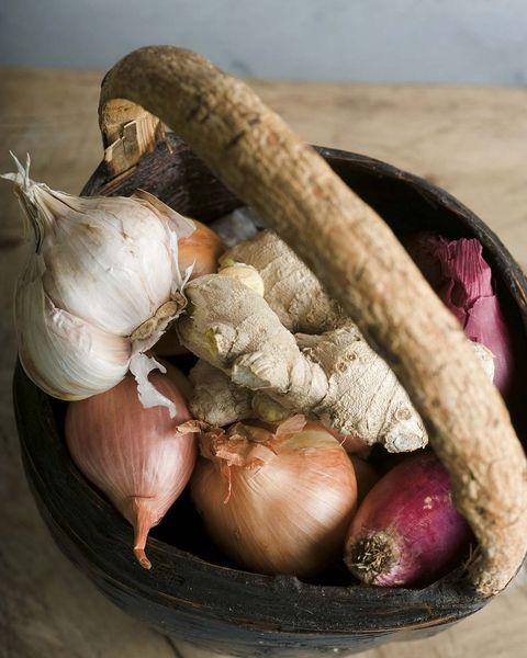 alimentos para la circulación ajos, cebollas y genjibre