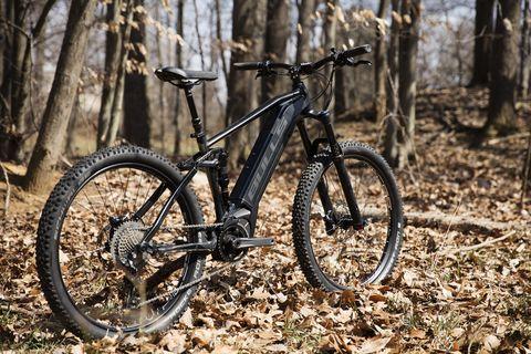 Bicycle wheel, Bicycle part, Bicycle, Vehicle, Bicycle tire, Bicycle frame, Mountain bike, Mountain biking, Bicycle fork, Spoke,