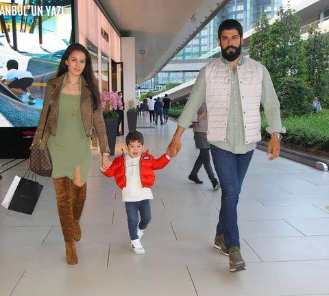 burak ozcivit y familia
