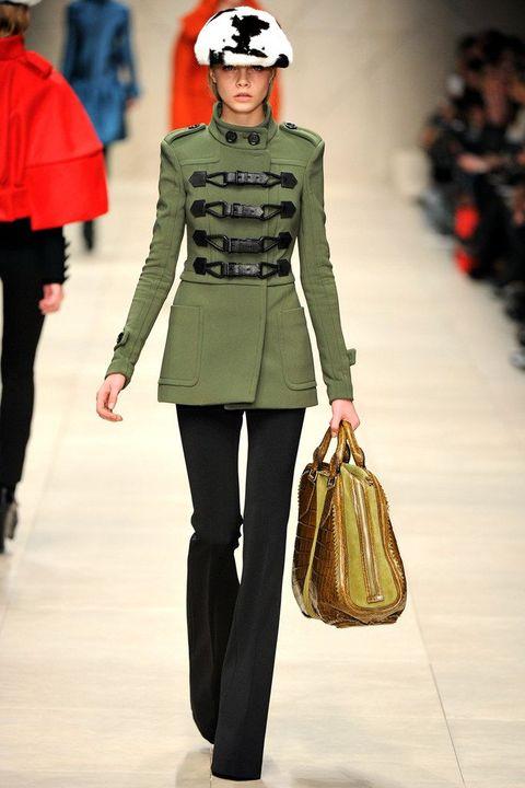 cara delevingne, burberry, runway