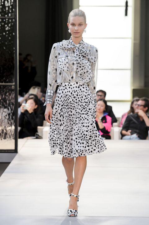 Fashion model, Fashion, Fashion show, Runway, Clothing, Haute couture, Event, Dress, Public event, Fashion design,