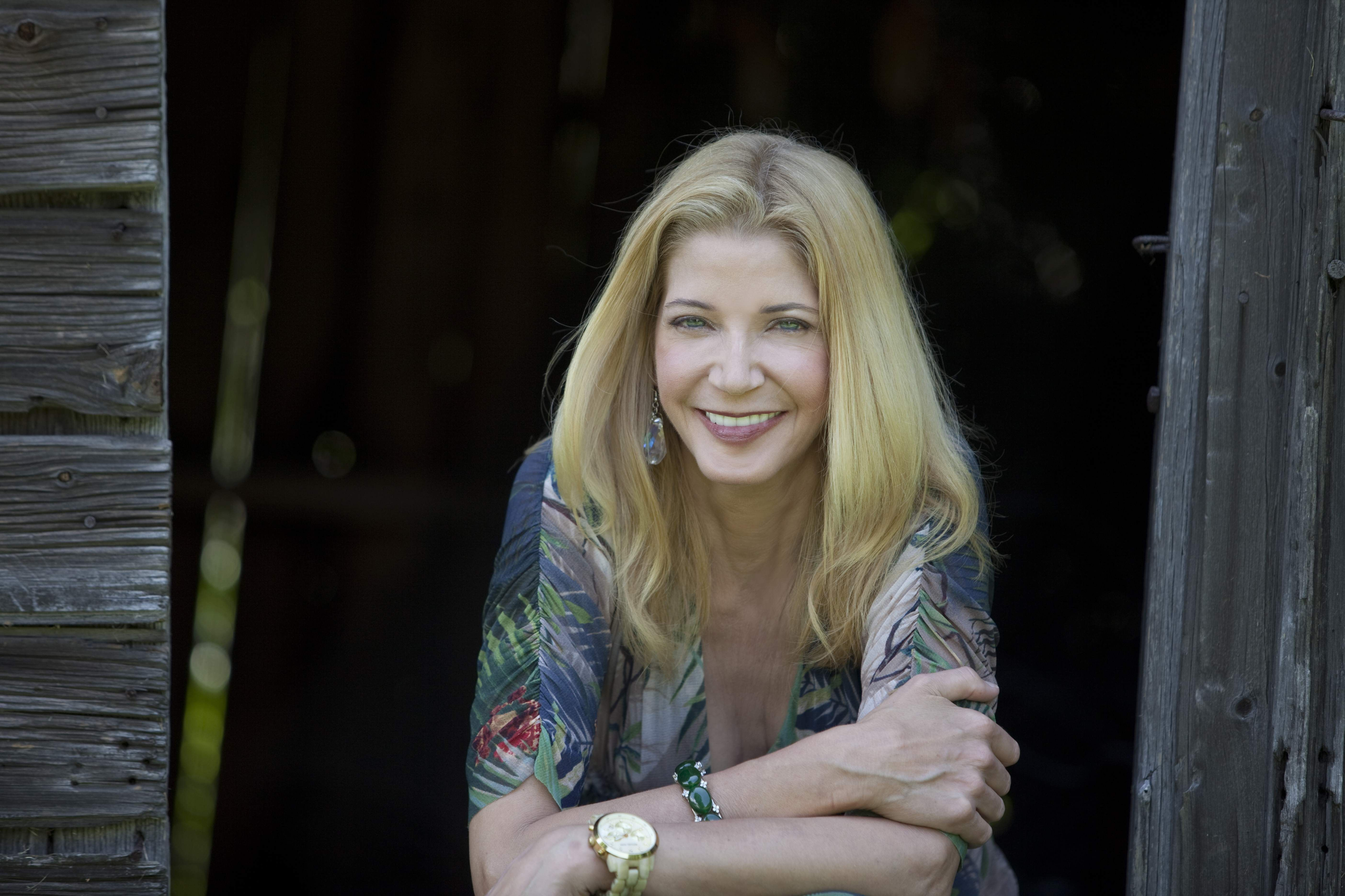 """Sex and the City Author Candace Bushnell on Embracing Her 60's: """"We Should Own Our Age"""""""