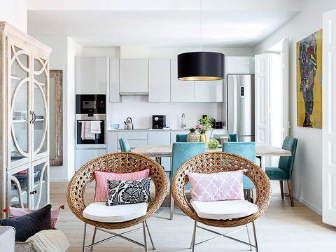 Camera de zi cu bucătărie integrată