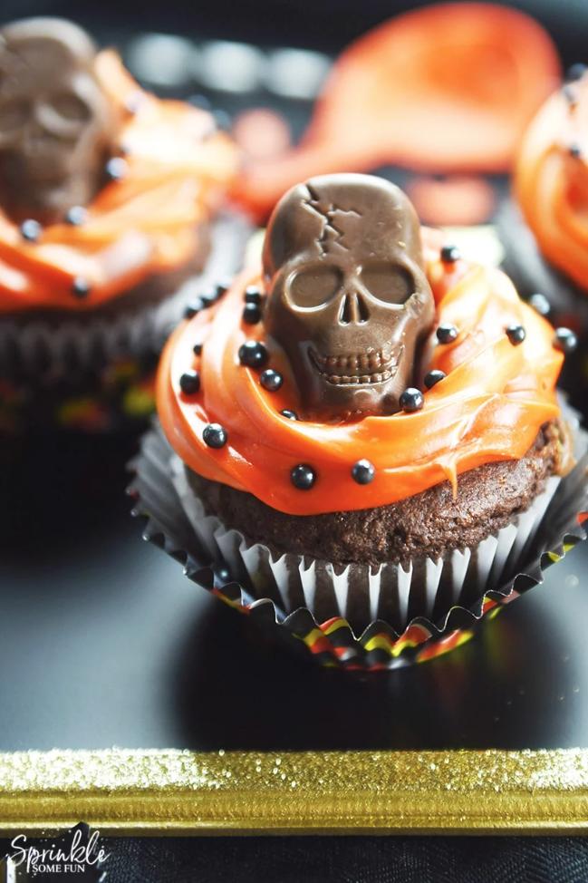 butterfinger peanut butter skull halloween cupcakes