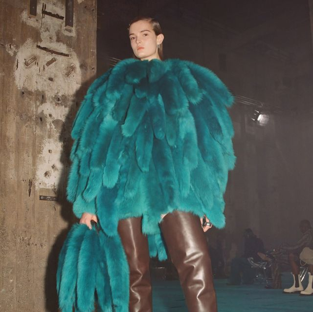 bv把招牌編織變氣球!bottega veneta salon 02系列上演時髦techno派對
