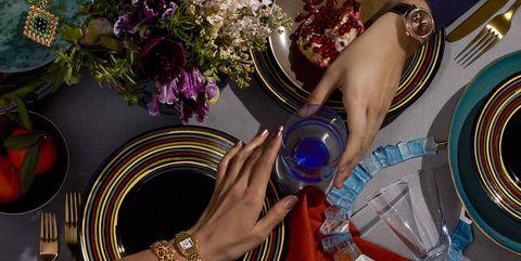 Dishware, Purple, Serveware, Wrist, Violet, Nail, Tableware, Lavender, Bangle, Plate,