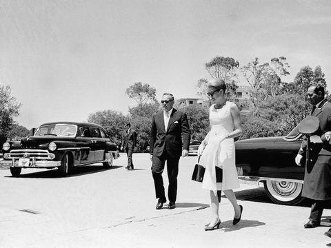 Motor vehicle, Vehicle, Car, Classic, Luxury vehicle, Full-size car, Retro style, Classic car, Sedan, Vintage car,