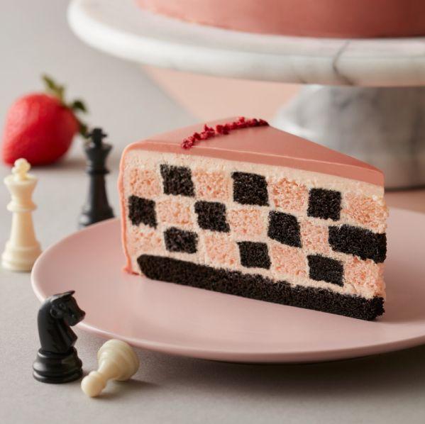 lady m高人氣草莓千層回歸!新品酸甜莓果「草莓巧克力棋格蛋糕」、滿滿草莓「香緹千層」超療癒
