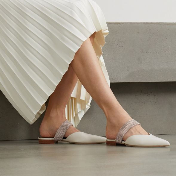 讓雙腳休息一下!ol上班族必備20款「包頭綁帶平底鞋」,通勤、跑客戶也能優雅又舒適