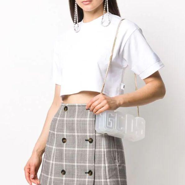 精選春夏必備25款百搭「短版上衣」推薦!強調腰身+小露性感的舒適印花、素面等短版t必須囤貨