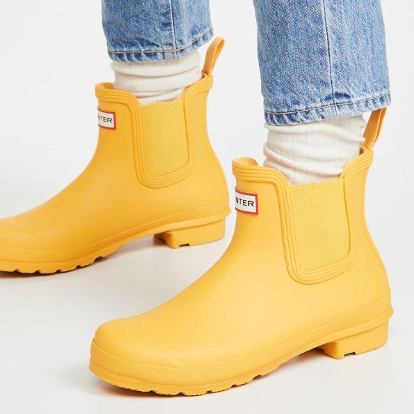 下雨天必備15款時尚雨靴推薦!高低筒綁帶設計、素面印花多種色系,在雨季保持時髦與乾爽