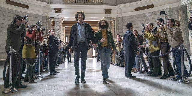 the trial of the chicago 7 l to r sacha baron cohen as abbie hoffman,  jeremy strong as jerry rubin in the trial of the chicago 7 cr niko tavernisenetflix © 2020