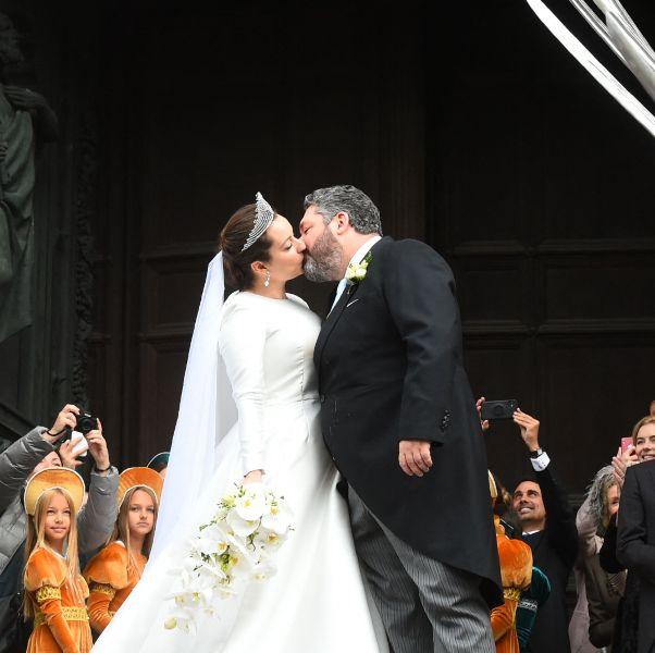 俄羅斯百年來首場皇室婚禮!沙皇後裔新娘的婚紗與全智賢同品牌、27克拉皇冠大有來頭