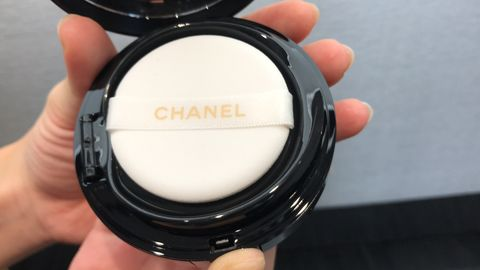 Face powder, Cosmetics, Material property, Powder, Eye shadow, Beige,