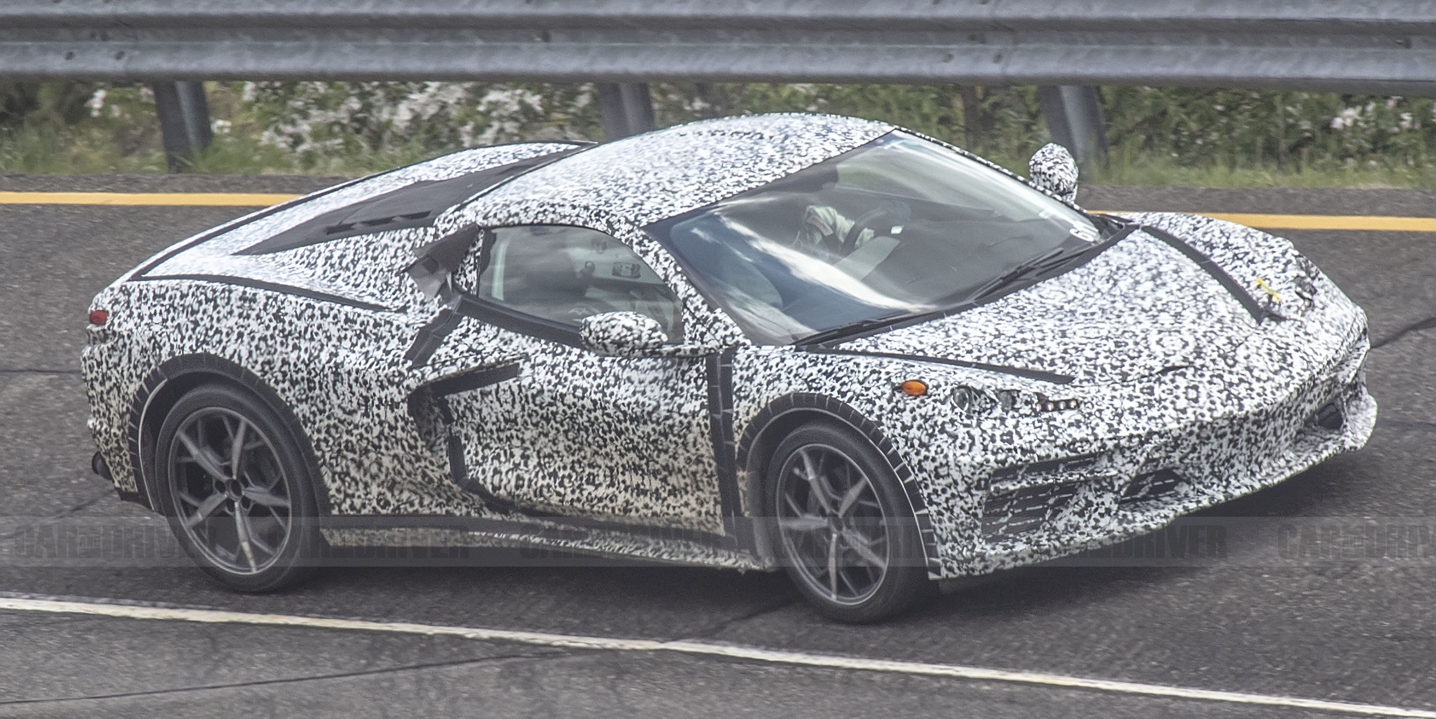 Mid-Engined Corvette Spied without Rear Wing