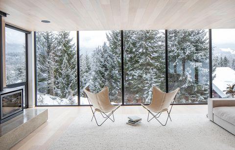 Cabaña de arquitectura moderna y decoración minimalista