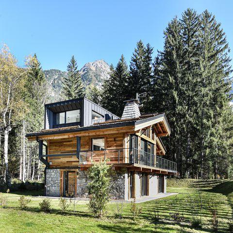 cabaña de montaña de diseño rústico y contemporáneo
