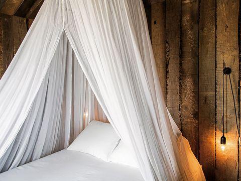 alojamientos diferentes   cama con dosel